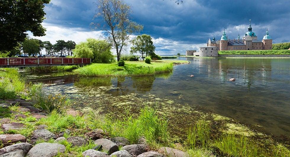 Halvat lennot ja hotellit Kalmar Travellinkilta