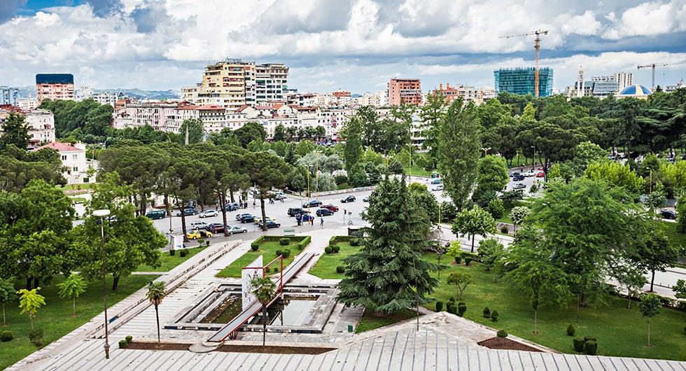 Halvat lennot ja hotellit Tirana Travellinkilta